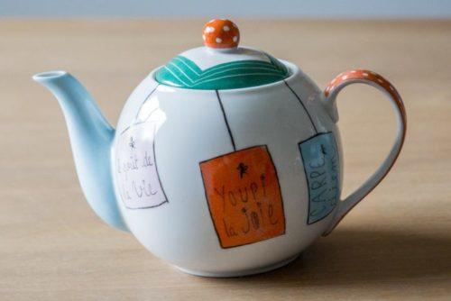 theiere-porcelaine-message-couleurs-personnalisable-peint-a-la-main-lescreationsdisa