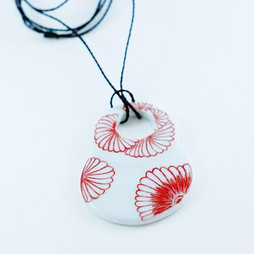 pendentif en porcelaine, double rond, peint à la main, motif fleur du japon