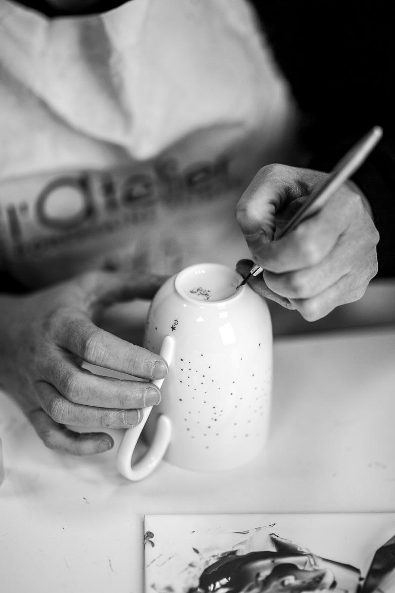 peinture sur porcelaine sur un mug