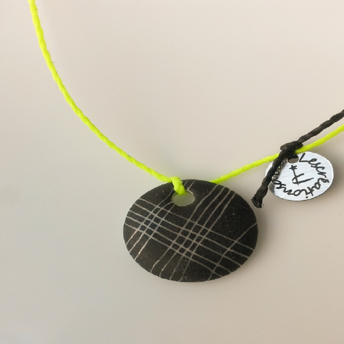 bracelet-rond-noir-trame