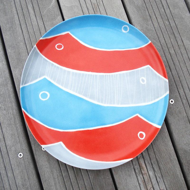 plat à tarte peint à la main, motif poissons colorés
