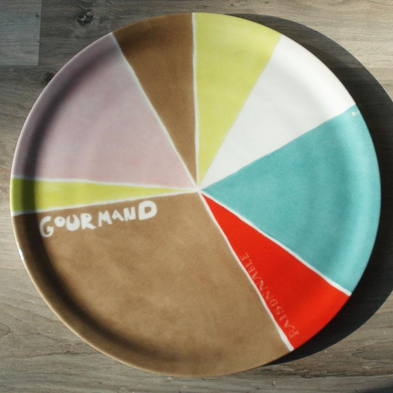 plat à tarte, découpe en part avec texte et couleur, peint à la main
