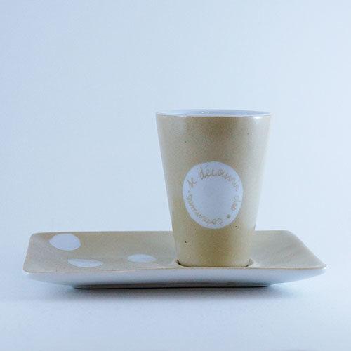 tasse conique et sous tasse en porcelaine peinte à la main
