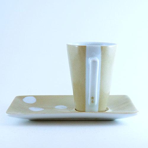 Tasse et sous tasse en porcelaine, graphique
