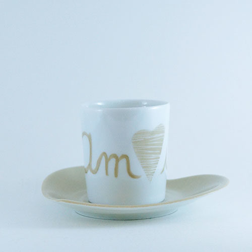 tasse et sous tasse en forme de coeur en porcelaine