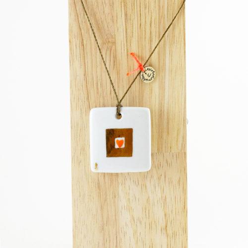 pendentif en porcelaine, carré coeur mandarinet ecrin en or, peint à la main