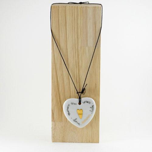 pendentif en porcelaine avec un coeur en or peint à la main